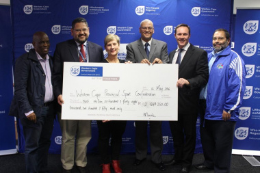 Minister Marais, HOD Brent Walters, Chief Director Dr Lyndon Bouah and DCAS senior management handing over cheque to WCPSC