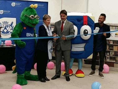 Minister Marais, Mayor Marius Koen and Chad Saaiman cutting the ribbon