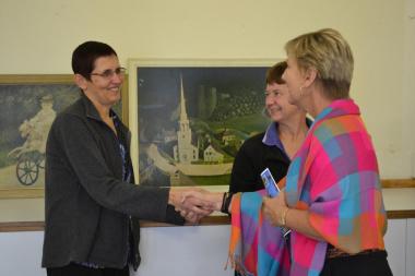 Minister Marais meets Ansa Marais, regional Library Assistant in Oudtshoorn