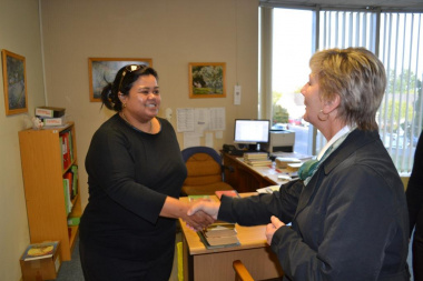 Minister Marais meets Lillian Green, Library Assistant at the George regional office