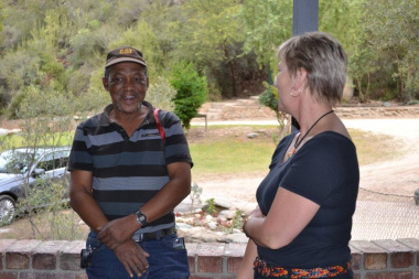 Minister Marais speaks to Sias Gelant, Foreman at the Schoemanspoort cultural facility