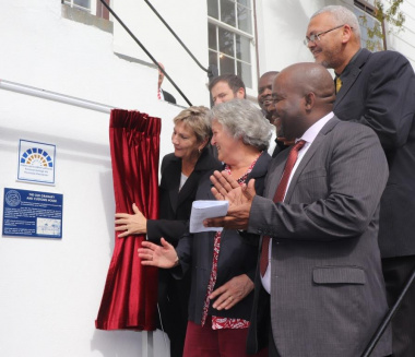 Minister Anroux Marais unveils the Provincial Heritage Site plaque while Drs Malan and Dlamuka, Cllr Diamond, Mr Mavumengwana and Acting DCAS HOD, Dr Bouah look on