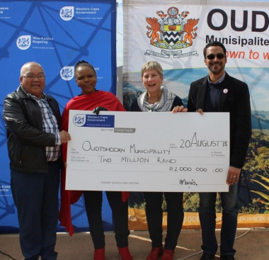 Minister Anroux Marais with Cllr Jerome Lambaatjeen, Cllr Noluthando Mwati and Tertius Simmers MP of WCPP at the cheque handover