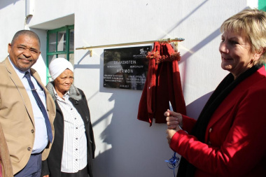 Minister Anroux Marais with Executive Mayor of Drakenstein Municipality Councillar Conrad Poole at the opening of the Hermon Library