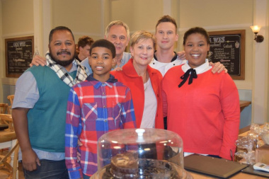 Minister Marais with Llewellyn, Robyn, Moeniel and Suidooster soapie stars