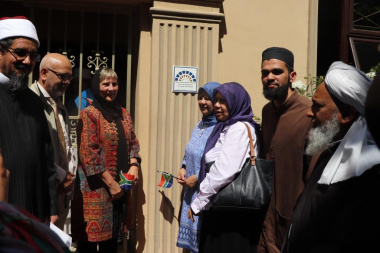 Minister Marais with stakeholders at the unveiled heritage plaque in front of the Masjid in Claremont