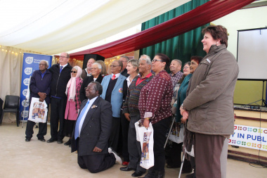 Minister Marais with storytellers, Deputy Mayor of Matzikama, Councillor Andreas Sindyamba and the Executive Mayor of Matzikama Municipality, Rhenda Stephan