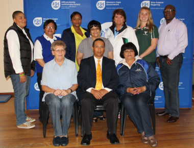 Minister Meyer with representatives from various Western Cape netball structures, associations and commissions.