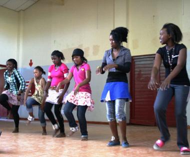 Nasipha Khumani, Sophie Dladla, Monnie Sikawe, Portia Ndluvi, Rabecca Bam and Anchea Rhamela showing their dancing skills on stage.
