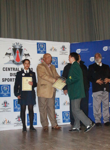 Newcomer of the Year, Githe Stander, accepting her award from David Maans, Chairperson of the Central Karoo Sport Council