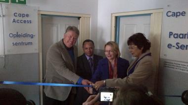 Mr J Burnett (of sponsor MPACT Versapak), Dr Noel Adams (councillor), Premier Helen Zille, and Drakenstein Municipality Mayor Gesie van Deventer