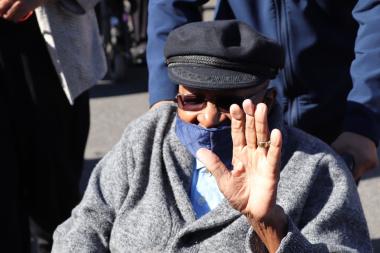 Emeritus Archbishop Tutu getting COVID-19 vaccine photo 3