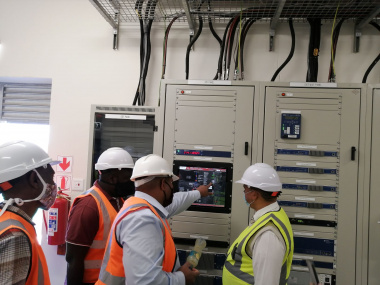 Plant Manager Dennis Solomon showing Minister Meyer the monitoring system