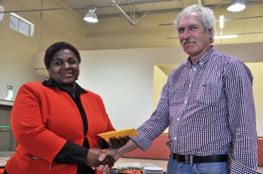 Principal Kuselwa Nopote receives the keys from DTPW's Derek Langman.