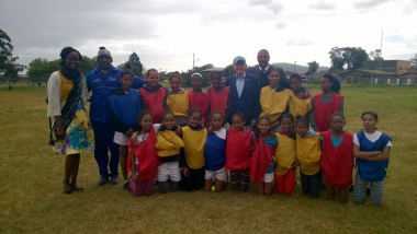 Prof Lemke with learners of the Bellville South Primary School MOD Centre