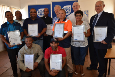 Lars Starke, Chief Engineer: West Coast and Lenn Fourie, Chief Director: Road Network Management (back row) with the Ceres Long Service Awards recipients.