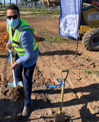 Qolweni sod-turning - Minister of Human Settlements, Tertuis Simmers