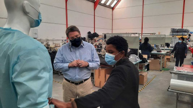 Minister David Maynier visits Rise Uniforms in Phillipi