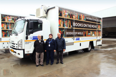 DCAS team members Ronel Mouton and Pieter Hugo received the fleet from the service provider