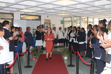 Sandra Roodt being welcomed by Nursing staff members at her farewell.
