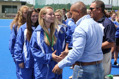 SA Schools hockey chairperson Emile Smith and SASHOC chairperson Wendell Domingo hand out medals to the victorious Herschel girls school team