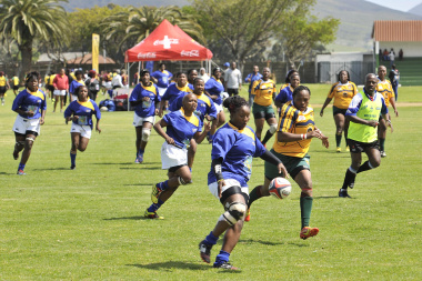 Sinothando Manentsa of Busy Bees in a match against the University of the Western Cape. Photo by Bruce Sutherland (City of Cape Town)