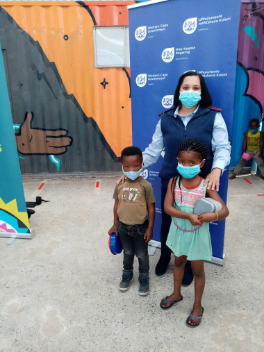 Sister Le-anne Valentyn assisted with handing out masks in klipheuwel