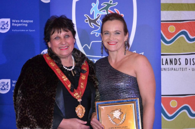 Sportswoman of the Year Zelda Olivier with Mayor Van Schlict