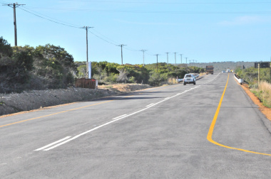 The newly upgraded road between the N2 and Stilbaai.