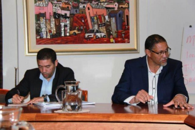 Executive Mayor of Oudtshoorn, Colan Sylvester making a point during his meeting with Minister Meyer