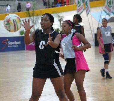 Thandeka Dyali (Young Sisters) keeps her eye on the ball.
