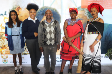 Thando Bukwana from Archives with learners from Bridgetown, Thembalethu and Cape Town High who participated in the genealogy workshop before the Oral History Conference