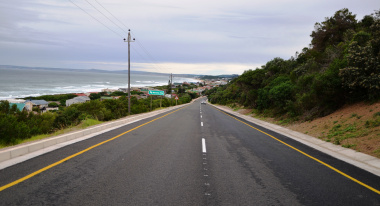 The completed seal on the Glentana road.