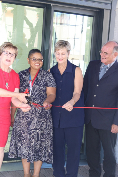 The Hangberg Library officially opened by Minister Anroux Marais, accompanied by Alderman Belinda Walker, Librarian Desiree Reid and Acting Director of Library Services Pieter Hugo