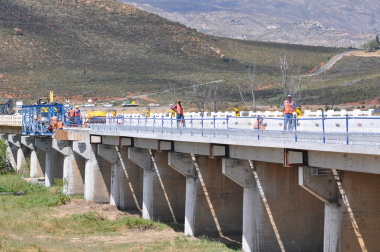 The widening of the Breede River Bridge is proceeding well.