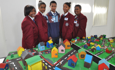 The winning team Denecké Joos, Adrianne Orphan, Pieter van Wyk, Boniswa Salman and Eriomene Rhodes of Diazville High School.