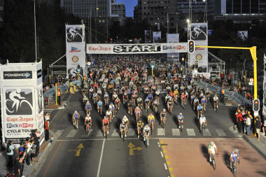 Thousands of cyclists cycled in the Argus Cycle Tour. Photo credit: Bruce Sutherland (City of Cape Town)