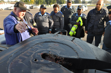 Trailer expert Wolfgang Lehmann shares his knowledge with participants.
