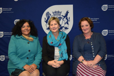 Two of the Cape Town Museum management committee members, Dr June Bam-Hutchison (left) and Amanda Lomberg (right), with Minister Anroux Marais.