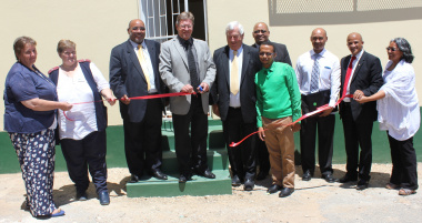 Mr Theuns Botha(Western Cape Minister of Health) cuts the ribbon at the renovated clinic