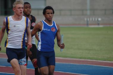Under 17 Athlete Darryn Williams running in the medley event.