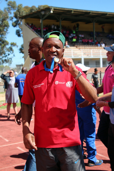 Vula Luzipo from Library Services with the Fun Run medal