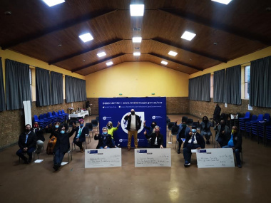 Ceremonial cheque handovers were held in Piketberg on Tuesday, 25 March.