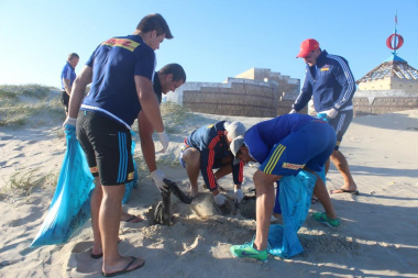 Western Province Rugby players working hard to get Monwabisi beach clean.