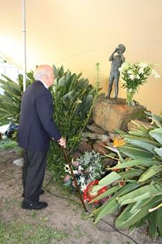 World War II Veteran, Colin Eglin, lays a wreath beneath the Peter Pan statue at Red Cross War Memorial Children's Hospital in honour of his fallen comrades.