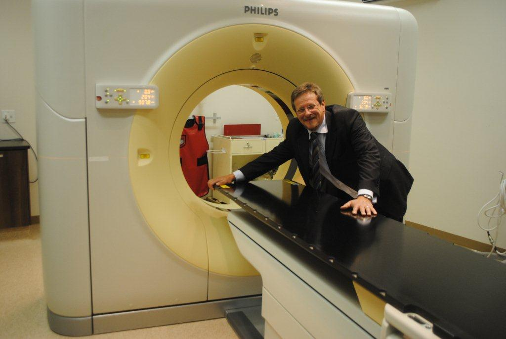 Minister Theuns Botha smiling broadly about the benefits the new Big Bore CT Scanner holds.