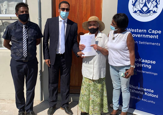 L – R: Bergrivier Executive Mayor, Ray van Rooy, Western Cape Minister of Human Settlements, Tertuis Simmers, Ms Lena le Fleur (72) and Ward Councillor Audrey Small