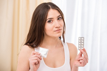 woman-pills-condom.jpg